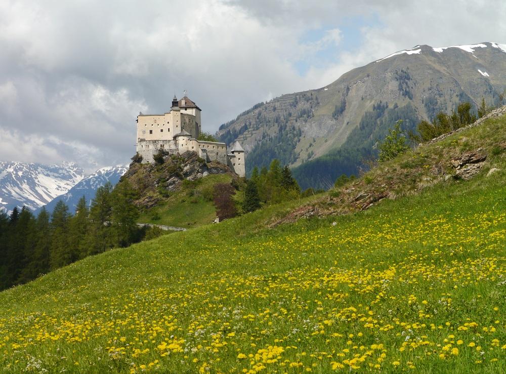 lâu đài Tarasp