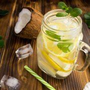 Nước dừa với chanh và bạc hà