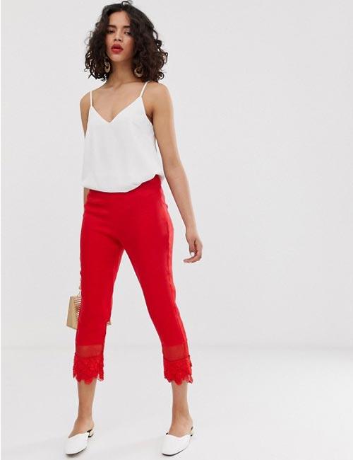 Quần ren đỏ viền đỏ với áo trắng