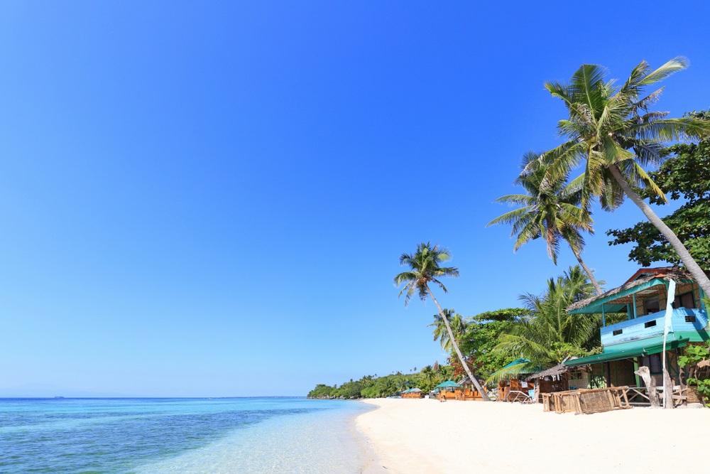 bãi biển Lambug